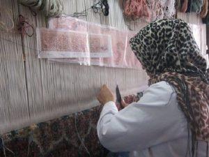 فقط 10 هزار نفر از 50 هزار بافنده فرش زنجان بیمه می شوند