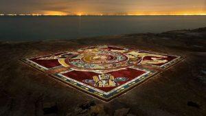 رونمایی از هفتمین فرش خاکی در جزیره هرمز