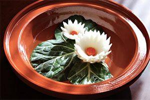 آموزش تصویری و مرحله به مرحله تزیین پیاز به شکل گل