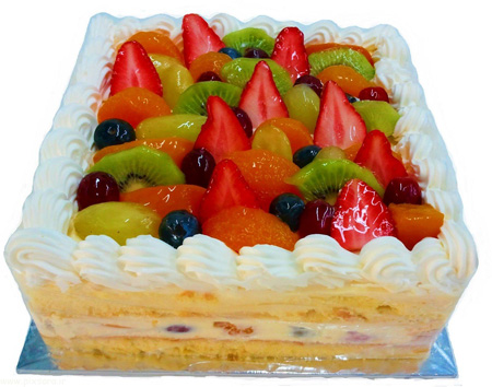 تزیین کیک اسفنجی با میوه