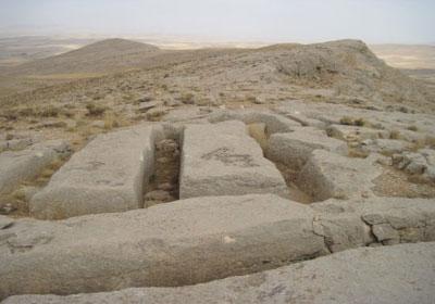 گوردخمههای سه گانه اسحاقوند آثار تاریخی کرمانشاه