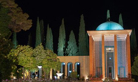 آرامگاه سعدي یكي از مكان ها ي ديدني و فراموش نشدني شیراز