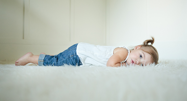 چه نوع فرشی برای اتاق کودک مناسب تر است؟