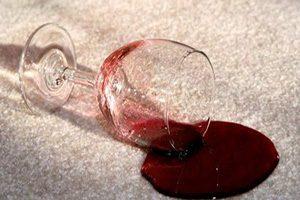 چگونه لکه شربت را از روی فرش تمیز کنیم؟