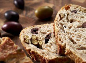 نان زیتون یونانی را خوشمزه و فوق العاده درست کنید.