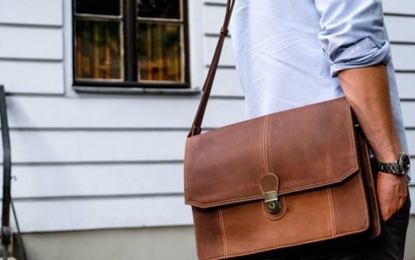 استفاده از کیف چرم اداری برای موقعیت های اداری